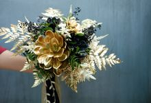 BLACK & GOLD FLOWERS by La Bloom Florist
