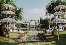 The Wedding of  Amy & Rob by WakaGangga Resorts