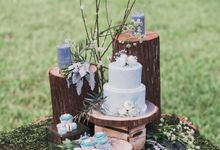 Dusty Blue Wintry Theme Styled Shoot with Bridestory by Ever & Blue Floral Design