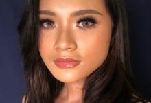 glowing tan skin and glossy lips by by_nadiaachmad