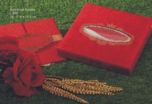 Box And Exclusive Items by Jasmine Invitation Card