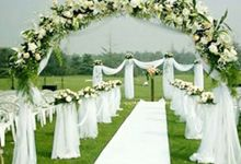 Outdoor Settings by Dorcas Floral