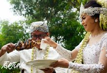 Outdoor White & Gold Themed Wedding in Villa Anjali Bandung by Fortune Catering