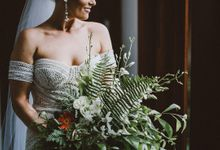 An Elegant and Enchanted Tropical Wedding Theme by WiB flowers