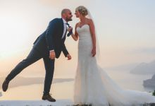 Romantic elegant wedding in Santorini by MarrymeinGreece
