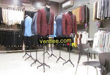 Display Suit by Ventlee Groom Centre