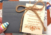 Card Holder Include Packaging by Fine Souvenir