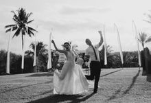 Fun and Romantic Wedding in Bali by Mariyasa