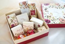 ENGAGEMENT GIFT by Jollene Gifts