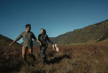Mount Bromo Pre-wedding session by Layung Studio