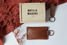 Rina & Habibi (Drey Keywallet, Sadie Keychain) by TJIJERAHMADE