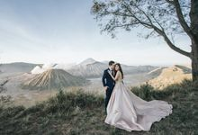 Rommy & Sansan Bromo Prewedding by Levin Pictures