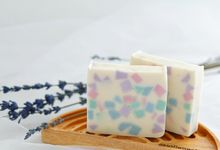 HANDMADE NATURAL SOAP GIFT by Jollene Gifts