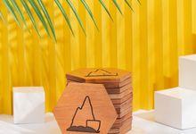 Engraved Wedding Elements on Wooden Coaster by Dekornata