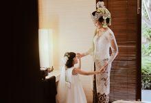Putri & Maendra Wedding by Journal Portraits