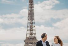 Engagement Photoshoot In Paris by Février Photography | Paris Photographer