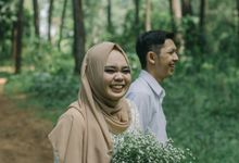 The Prewedding of Yuni and Cahyo by byasa photo