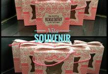 Souvenir Piring Daun by Nita Souvenir