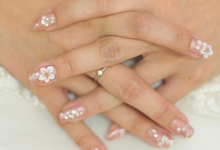 Elegant wedding nails by Malvé