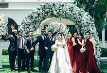 Maroon Wine at FerryElrika Wedding by ARTECOLA