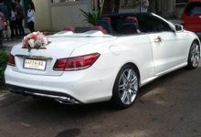 White Mercedes Cabriolet by sapphire wedding car