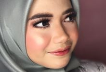PHOTO MAKE UP ENGAGEMENT  by PoetretPicture.id