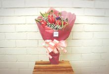 Hand bouquets / flower gift box by Flora woods