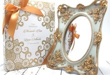 Exclusive Mirror Include Personalised Box by Fine Souvenir