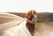 Cinta tumbuh di Bukit Sumba by FD Photography
