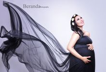 Maternity Simple Photo Studio by BERANDA PHOTOGRAPHY