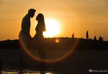 Romantic sunset in bali by Yn.baliphotography