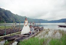 Prewedding at Tamblingan Lake by Amanda Chapel