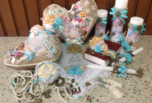 rustic travel themed wedding accessories by Duane's Fleur Creatif