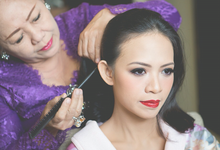 Wedding day preparation  by kenarini photography
