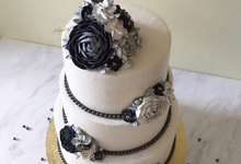 3 Tiers Monochrome Floral Buttercream Cake by Febspantry