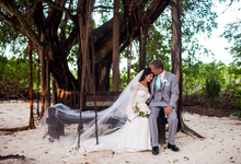 Intimate Beach Wedding by Dede Brown Wedding Photography