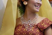 Bespoke necklace for Dayu Manik by The Glint & Glaze