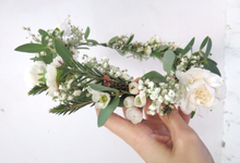 Hair piece in greenery white by Royal Petals