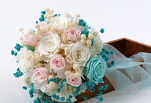 Preserved flowers Bridal bouquet  by LavieFlo Marketing Sdn Bhd