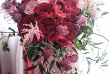 Extraordinary red  by Royal Petals