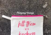Custom pouch zipper belacu for wedding favor  by Packy Bag Vintage