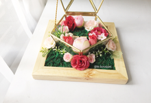 Pentagon glass rinnbox with tray (add initial) by Le Fleur Bouquet