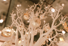 Winter wedding decoration by Peter Simon Photography