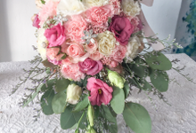 Pink pomander pearl bouquet by Royal Petals