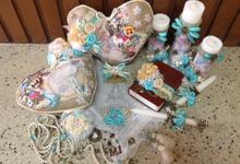 rustic travel themed wedding accessories by Duane's Fleur Creatif