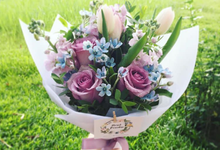 Hand bouquet  by Floral Paradise