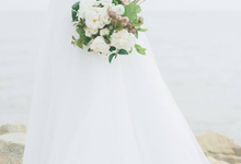 White and rustic bouquet  by Floral Paradise