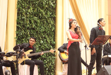 Middle Acoustic with 2 Singer by HEAVEN ENTERTAINMENT