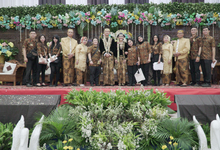 Crew on Action at Selia and Tomy Wedding by Fior Organizer