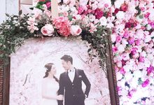 Alice & Jason Big Day Floral Decoration by FOUNDATION WALLFLOWER